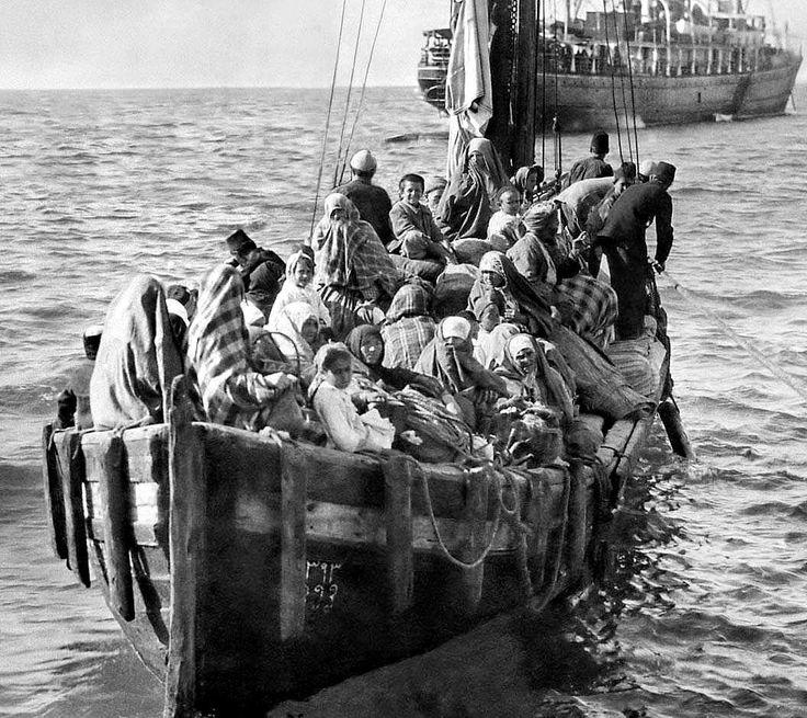 Μικρασιάτες πρόσφυγες φτάνουν στη Μυτιλήνη το 1922