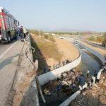 Τραγωδία από την ανατροπή φορτηγού με μετανάστες στην επαρχία της Σμύρνης